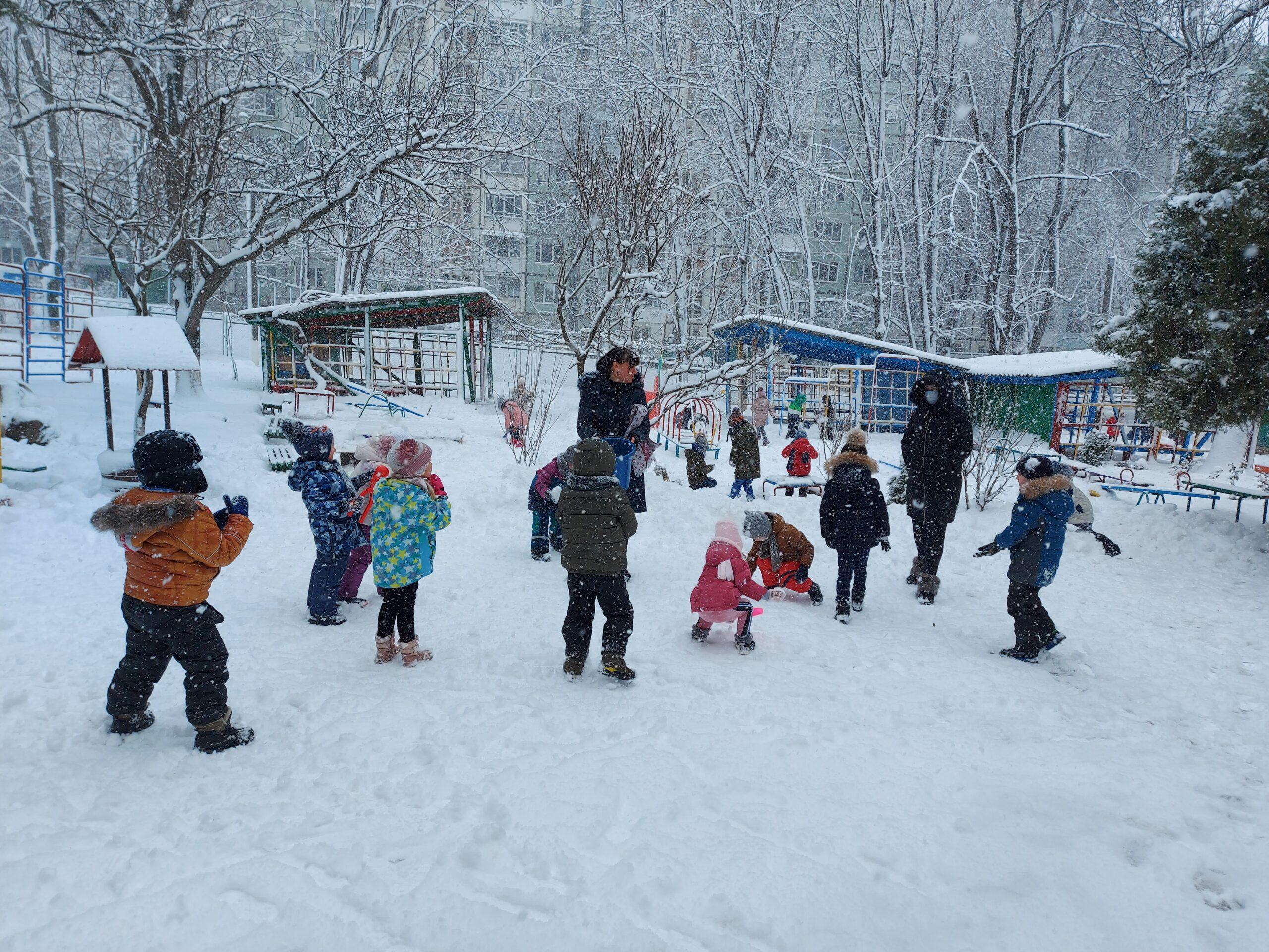 În mijloc de iarnă cel mai mare vis al copiilor a devenit realitate